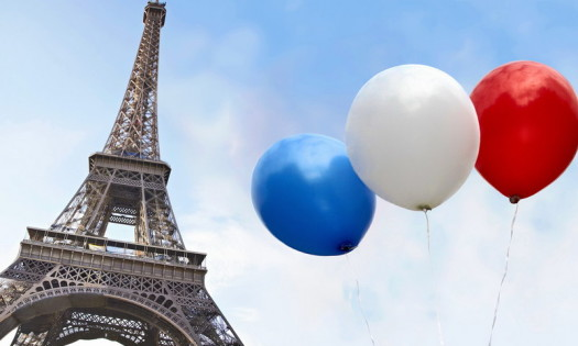 Balloons in the colors of the French flag in front of the Eiffel Tower --- Image by © Paul Hudson/fstop/Corbis